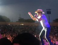 Brad Paisley Rocks The House In San Diego